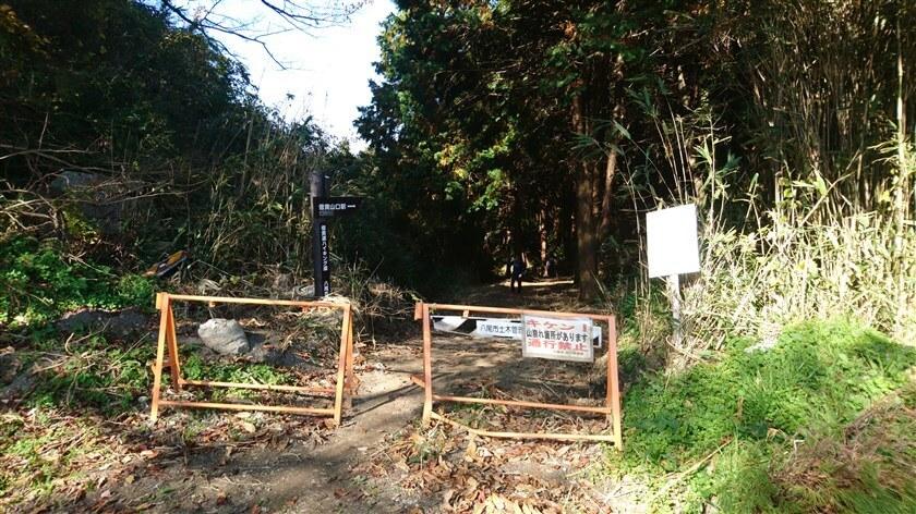 生駒縦走歩道から、信貴越えルートを見た様子