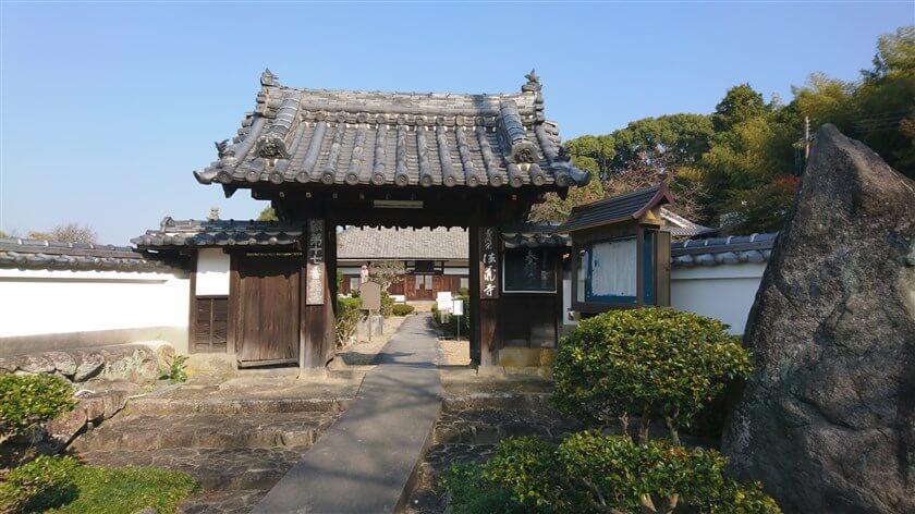 「法蔵寺」の山門