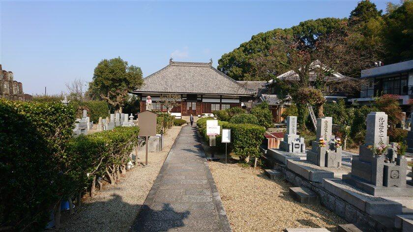「法蔵寺」の境内