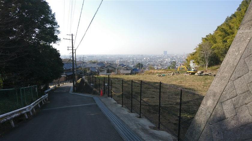 恩智神社の横の下り道からの眺め