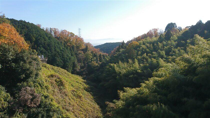 「とっくりダム」から見る下流方面の景色