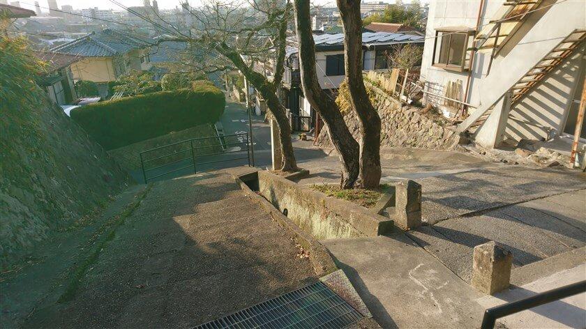 鐸比古鐸比売(ぬでひこ ぬでひめ)神社への登り口に帰着