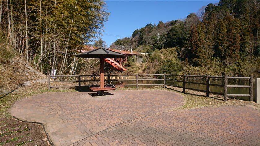 大門ダムの堰堤横にある、休憩所