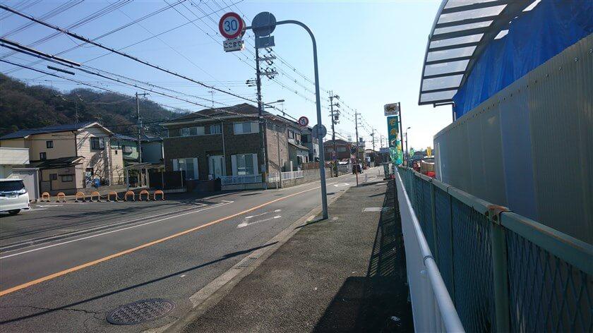 東高野街道(旧R170)の右手に、クロネコヤマトの八尾神宮寺センターがある。ここが、スタート地点。