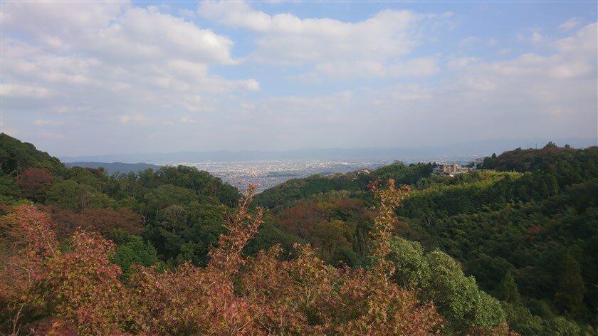 本堂から奈良市街を望む