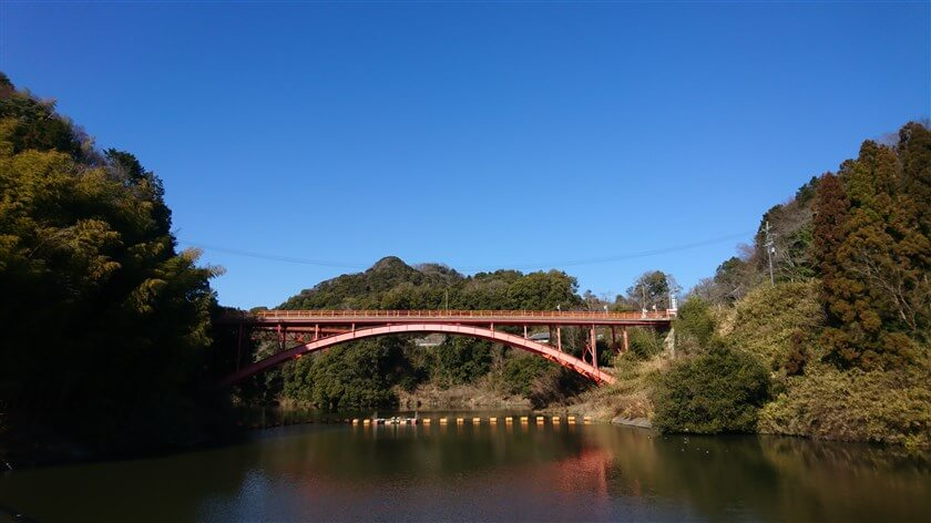 大門ダムから見る「信貴山」
