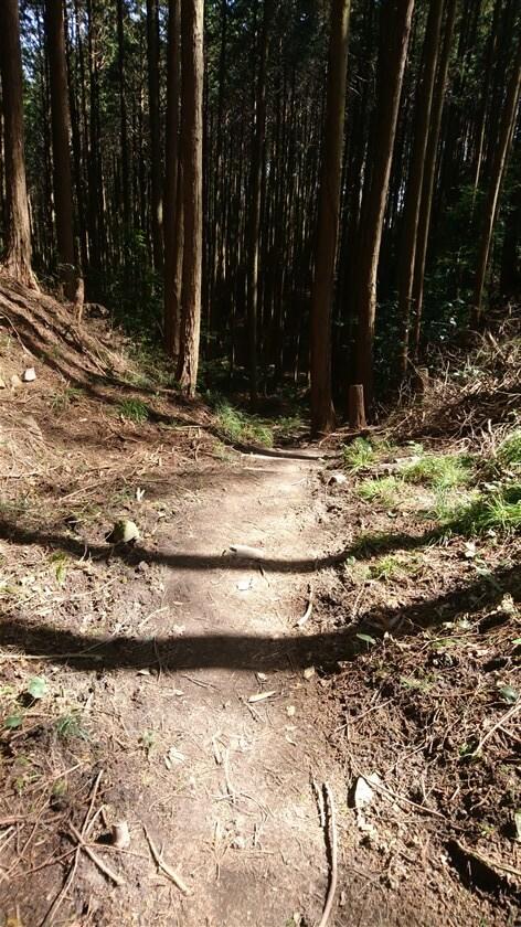 すぐに右折して、松永屋敷跡へ
