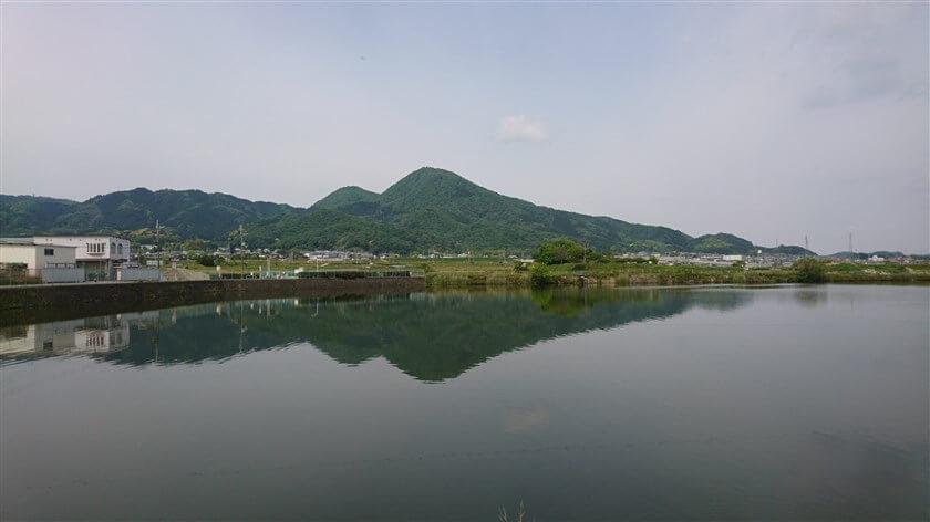 奈良県側、千股池からの二上山
