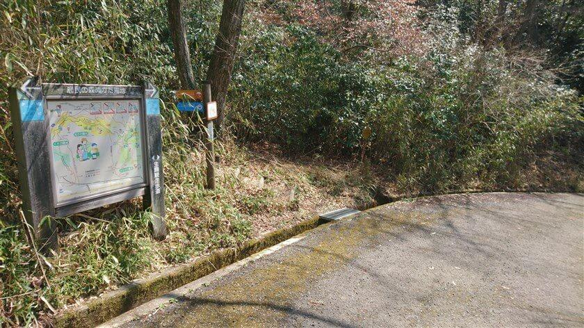 摂河泉展望コースへの、登り口がある