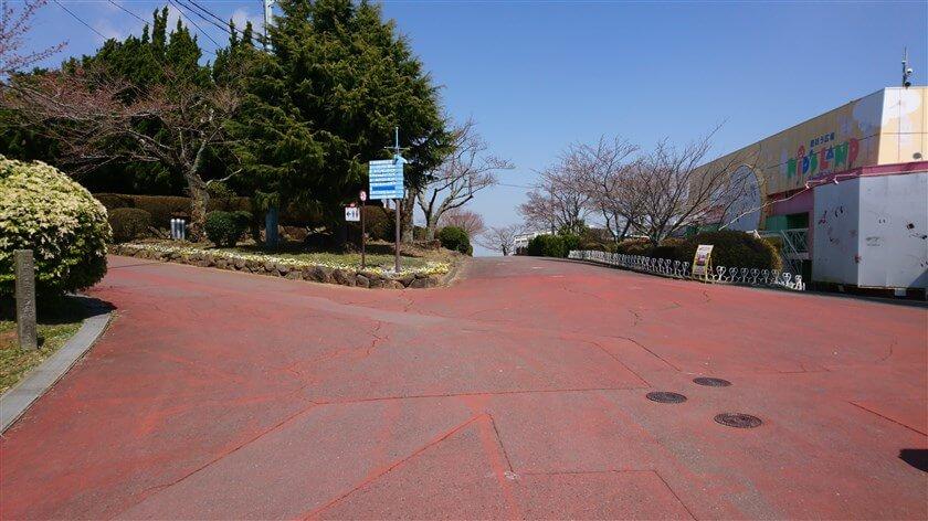 標識がある地点を左折して、SL列車広場を目指す