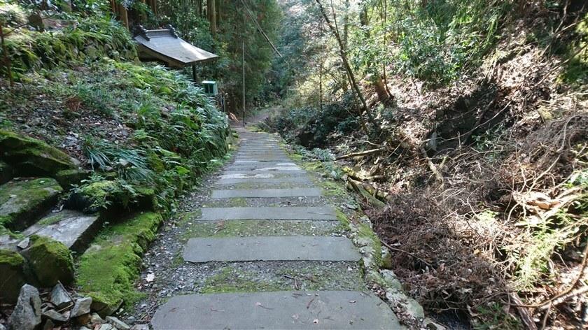 石の道が、広くなった