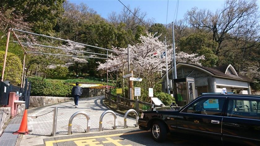 「重願寺」の前を通って、枚岡公園管理事務所前に帰着