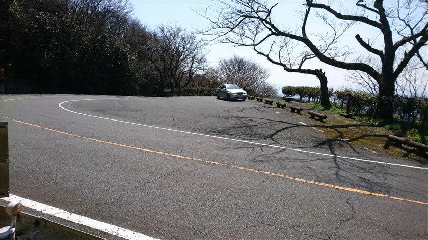 信貴生駒スカイラインの遂道の手前を左上に上がると、駐車場があり展望スペースになっている