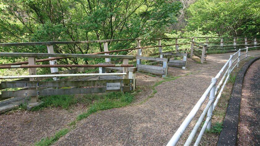 「らくらく登山道」は車イスでも愉しめるように、車イス休憩所が作られている