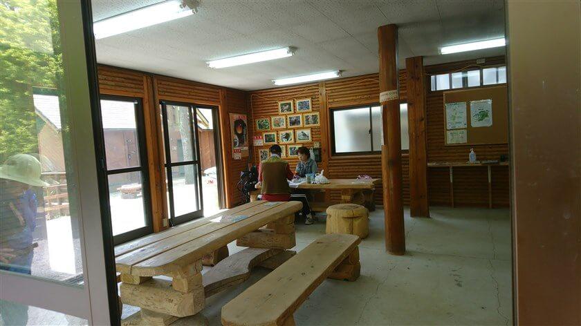 なるかわ園地休憩所の内部の様子