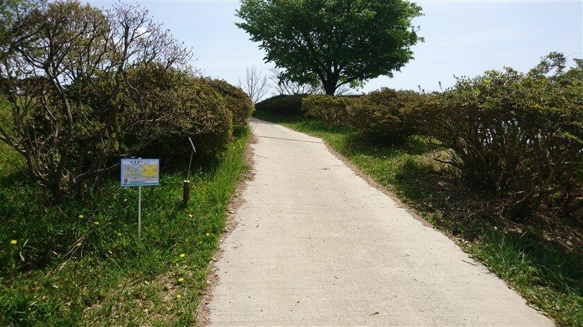 「神津嶽コース」の位置標示標識板「か - 16」