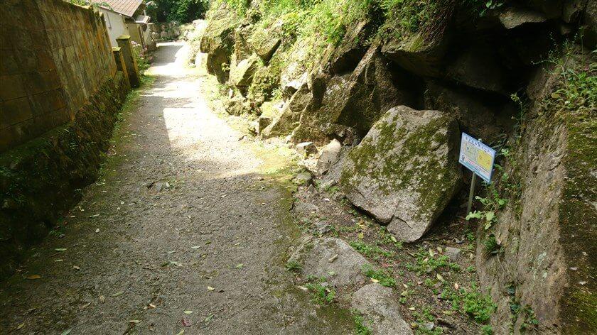 「なるかわ谷コース」の位置標示標識板「な - 5」