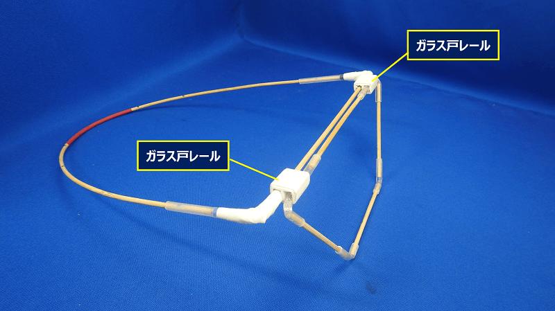 ネットをガードする前方の台形部分は、角度調整が出来るよう可動式にした