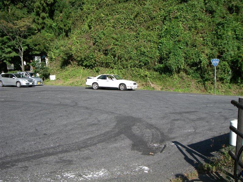 水越峠:「祈りの滝」の横にある駐車場に到着