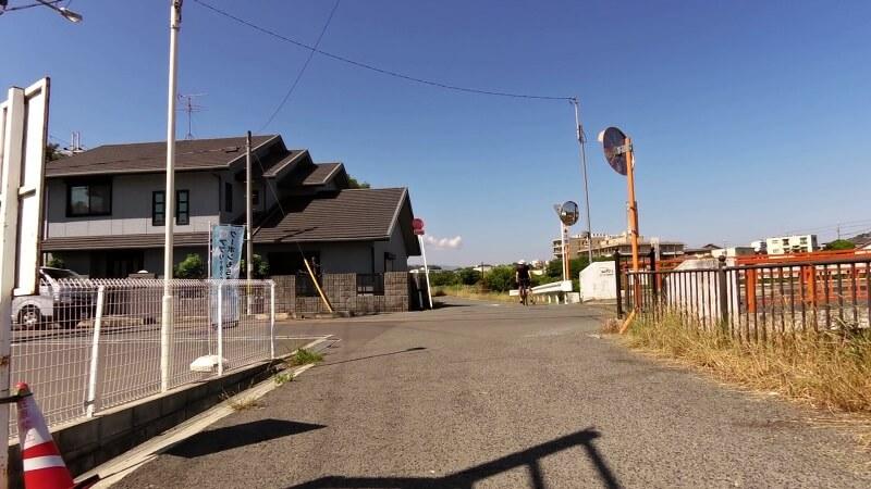 彼方児童遊園を越えたところで、大阪府道202号-森屋狭山線に左折する