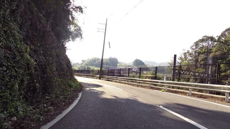 平群北公園を右折して、竜田川沿いの道に出る