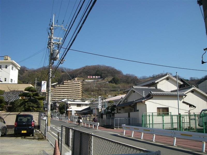 大県南交差点から、ぶどう峠を振り返る