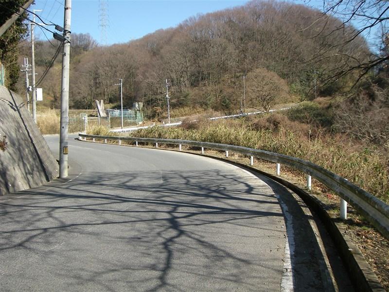 変電所までの道:変電所側からのどか村方面を振り返る