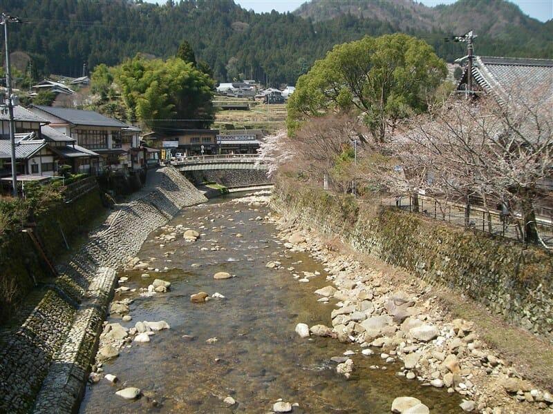 太鼓橋の上から眺める室生川:下流側
