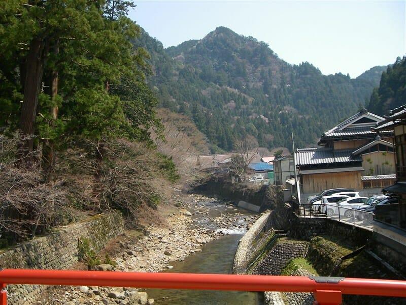 太鼓橋の上から眺める室生川:上流側