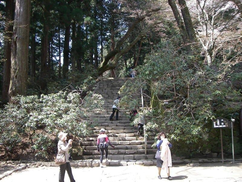 金堂から本堂への石段