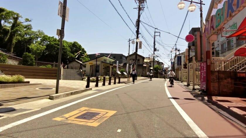 古市(ふるいち)駅の踏切を渡った辺り