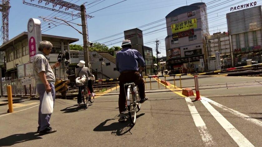近鉄南大阪線の古市(ふるいち)駅の踏切