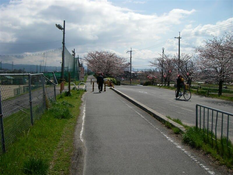 西名阪自動車道を潜ったところ