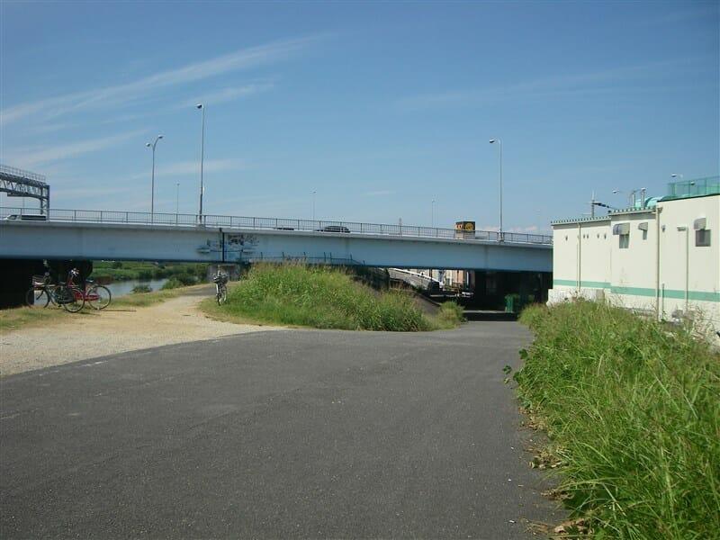 新明治橋を東=川上から見る