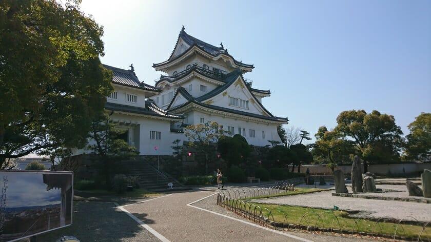 岸和田城天守と八陣の庭