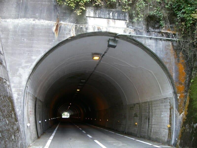 千早峠のトンネル