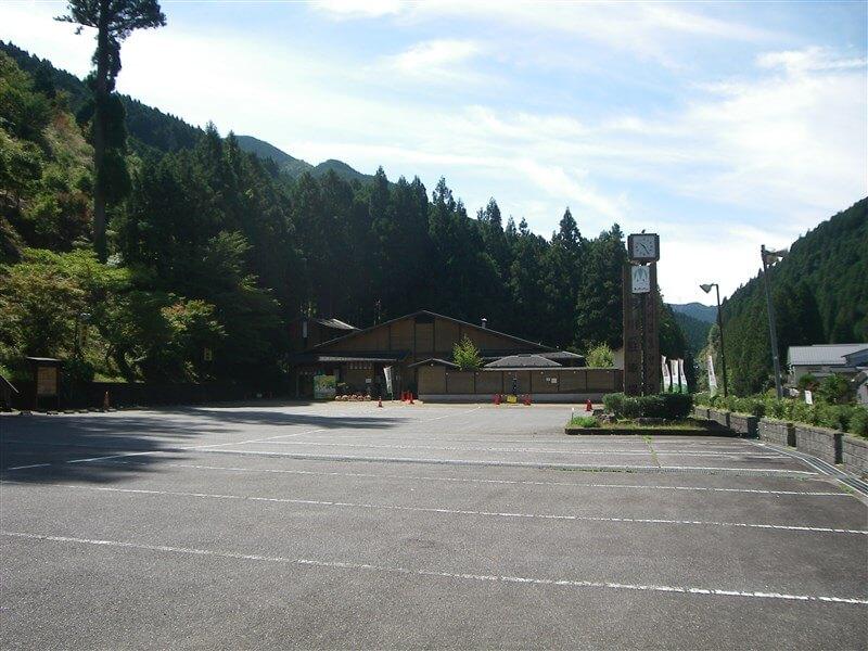 起点の洞川温泉センター駐車場
