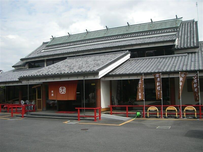 入口手前の 花鹿(かじか)