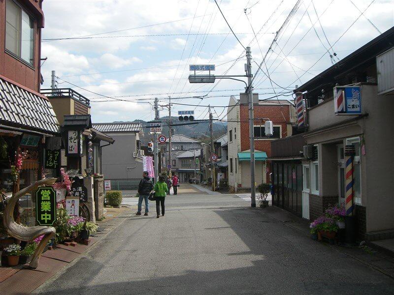 壺阪山駅から土佐街道へ