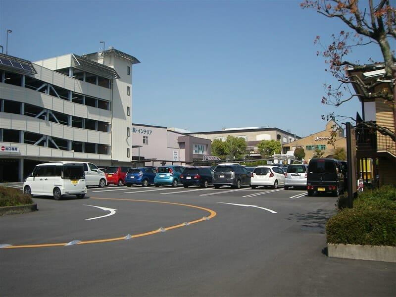 ラクセーヌの駐車場