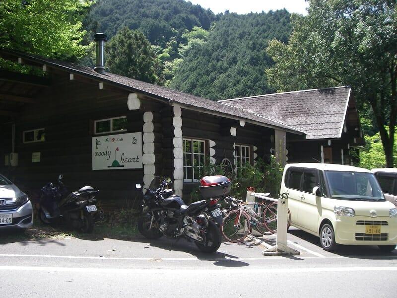 入り口横には、ロードバイク用のスタンドが用意されている