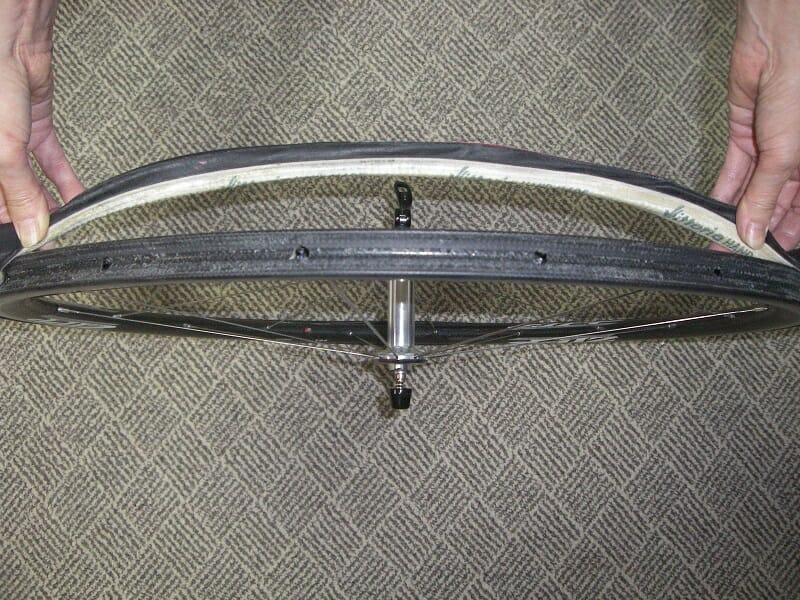 ヴィットリア Magic Mastik で装着した チューブラータイヤの剥がし方