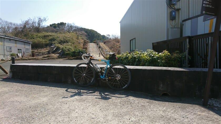 敏達天皇陵入り口