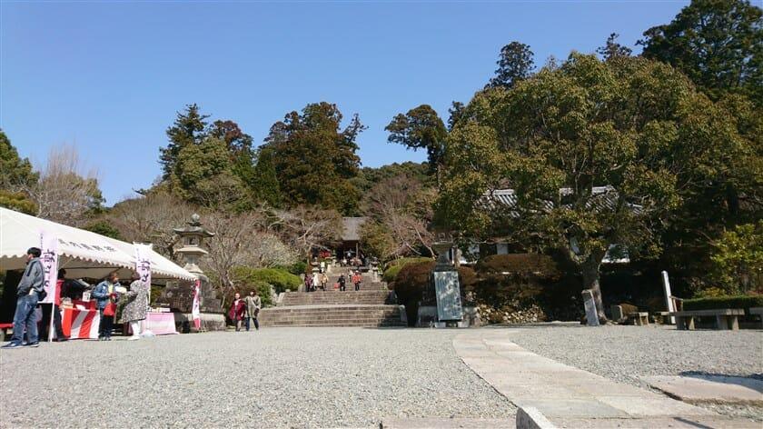 観心寺の境内