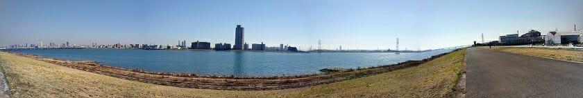 大野川緑陰道路が終わり、淀川の堤防に上がった所からの眺め