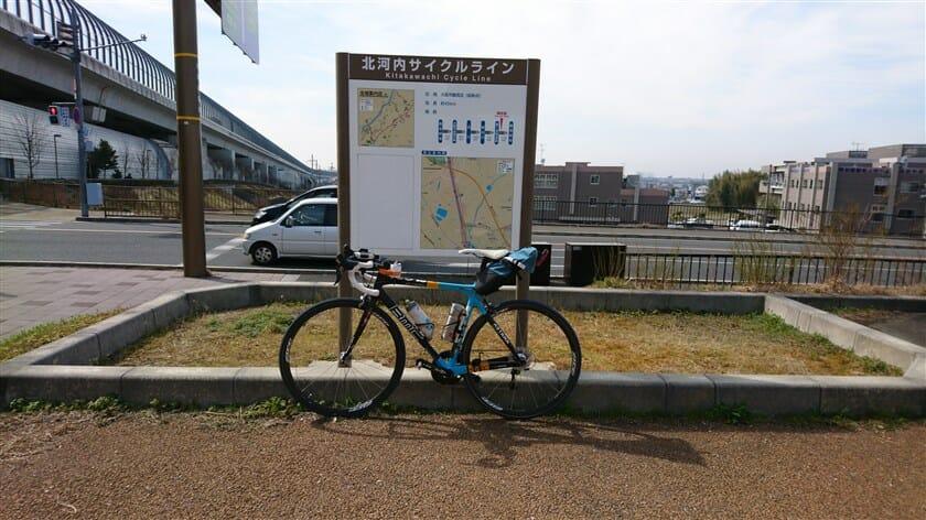 休憩場にある北河内サイクルラインの案内板