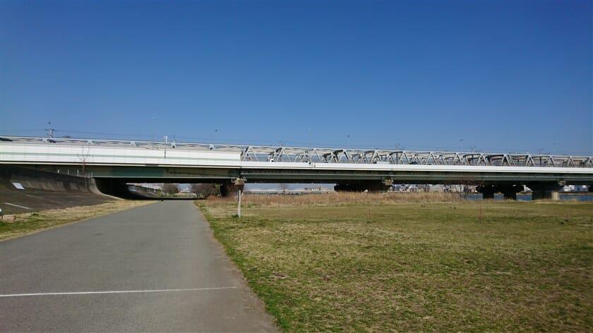 阪神高速11号池田線と東海道本線