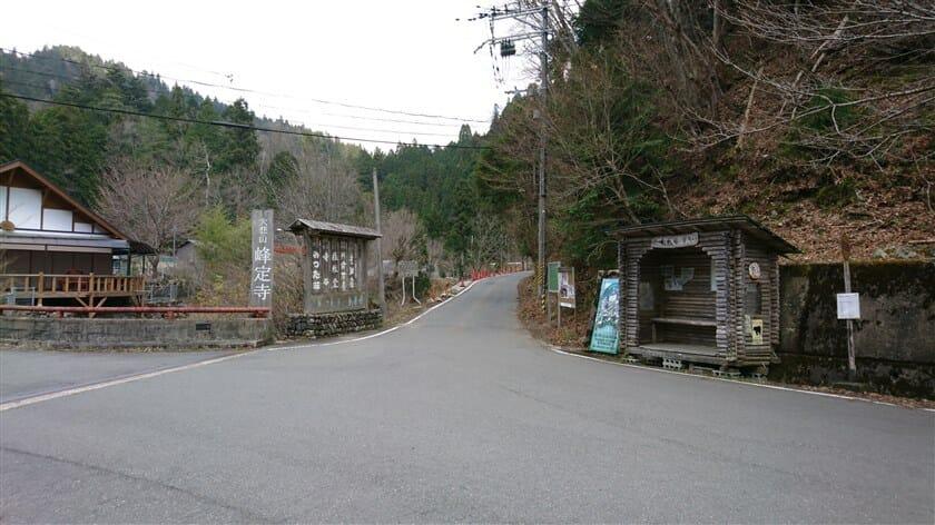 R38から峰定寺に向う、右折地点