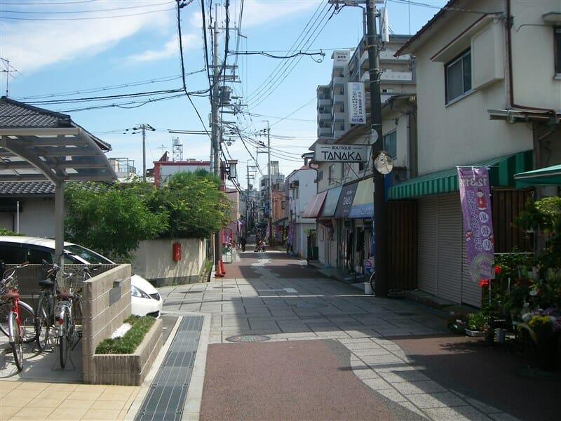 天満宮から道明寺駅への商店街