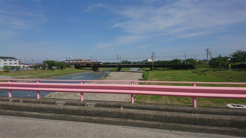 相川の川下方面とJR東海道本線